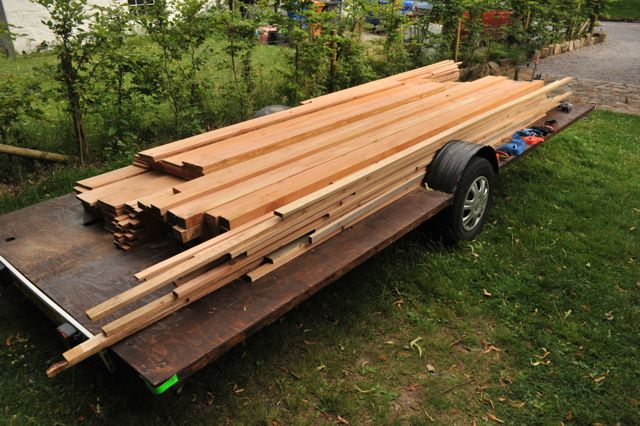 wood_on_trailer.jpg